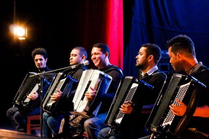 Targino Gondim encerra a programação do II Festival de Forró da ...